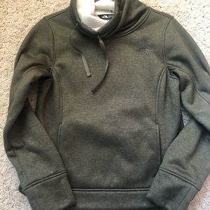 Beautiful, cozy The North Face Pullover